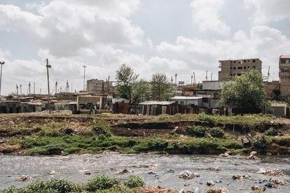 En este tramo del río Nairobi, los miembros de Komb Green Solutions suelen encontrar fetos abandonados.