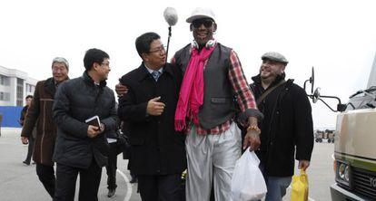 Rodman llega a Pyongyang para jugar un partido de exhibición por el cumpleaños de Kim Jong-un.
