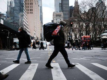 Nueva York todavía sufre la falta de turistas y trabajadores que no han regresado desde el brote de la pandemia.