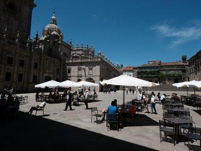 Zona de terrazas de bares en una plaza de Santiago de Compostela, el 6 de junio.