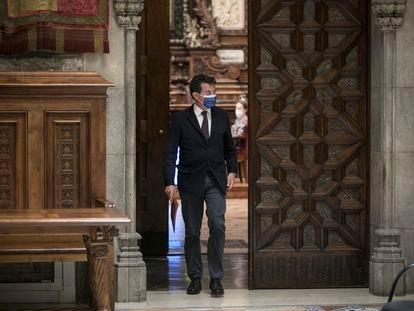 Manuel Valls abandona la sala de plenos del Ayuntamiento de Barcelona, en mayo pasado.