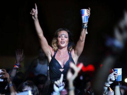 Una festivalera durante uno de los 70 conciertos ofrecidos en el Low Festival
