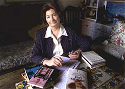 La escritora Antonina Rodrigo, en su casa de Barcelona, el pasado 14 de noviembre.