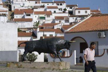 Monumento a la lidia a la entrada del municipio de Barrancos.