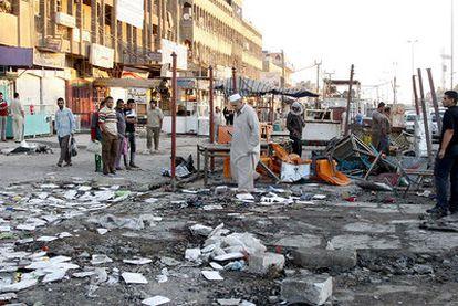 Restos de uno de los atentados con coche bomba en Ciudad Sadr, en Bagdad.