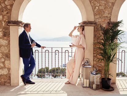 Hugh Laurie y Elizabeth Debicki en un instante de la serie 'The Night Manager'.