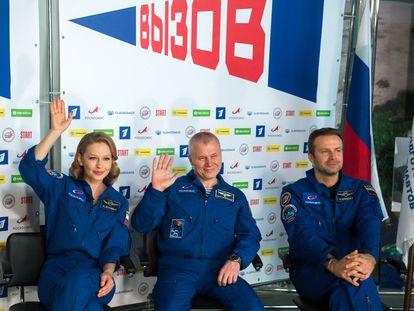 La actriz Yulia Peresild, el astronauta Oleg Novitsky y el director Klim Shipenko (de izquierda a derecha), durante la rueda de prensa celebrada el martes en Moscú.