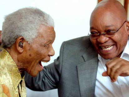 Mandela y Zuma, en la residencia presidencial de Ciudad del Cabo, en febrero de 2010.