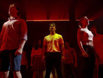 Actores del musical 'Ghost' durante un ensayo en Madrid. En vídeo, así son los ensayos del musical.