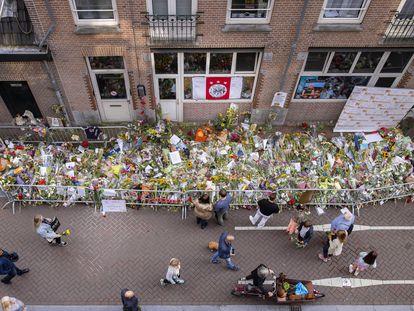Lugar de Ámsterdam donde fue tiroteado el pasado 6 de julio el reportero De Vries, fallecido este jueves.