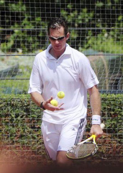 Iñaki Urdangarín, jugando al tenis en Barcelona en julio de 2007.