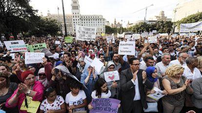 Concentración contra el terrorismo en Barcelona, convocada por la comunidad musulmana.