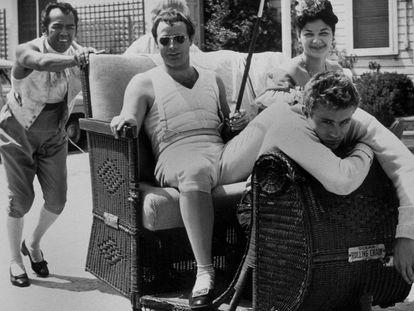 Marlon Brando y James Dean en 1954.