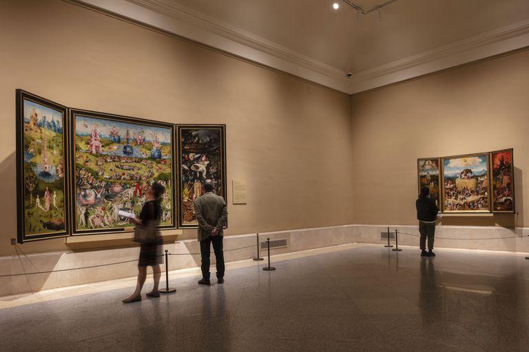 Visitantes en la sala de 'El jardín de las delicias', el miércoles 11 en el Museo del Prado.