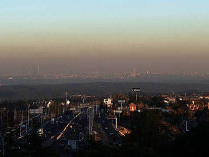 La boina de polución de la capital, durante uno de los episodios de contaminación.