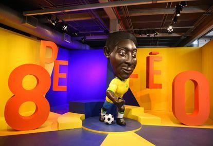 Una de las imágenes expuestas en la muestra que dedica a Pelé el Museo del Fútbol de São Paulo por sus 80 años.