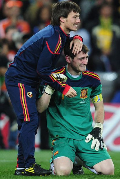 Iker Casillas, junto a David Silva en la victoria del Mundial.