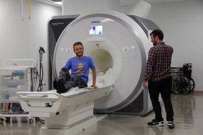 Garéyev, en el Laboratorio de Memoria de la UCLA, durante el estudio de su cerebro