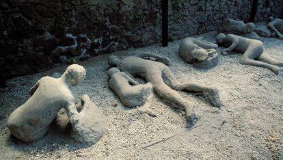 Reproducción de la forma que quedaron en Pompeya algunas de las víctimas tras la erupción del Vesubio.