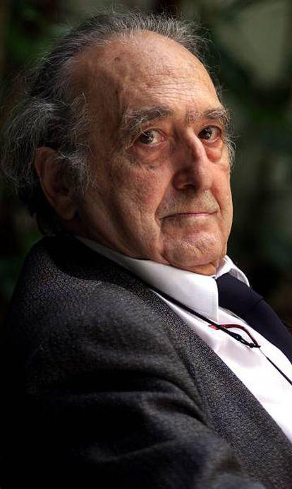 El escritor Rafael Sánchez Ferlosio, en Barcelona, en 2003.