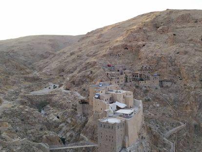 Vista del monasterio de Mar Musa, situado en las laderas orientales de la cordillera Antilíbano, entre Damasco y Homs.