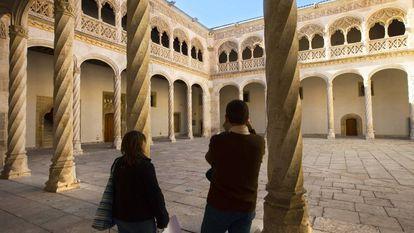 Patio central del Museo Nacional de San Gregorio en Valladolid.