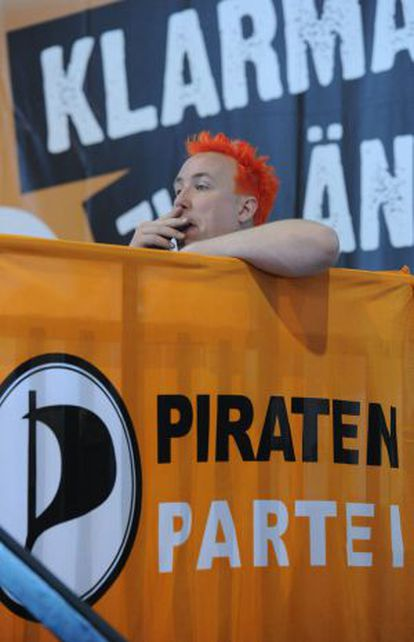 Un militante del Partido Pirata el pasado 28 de abril.