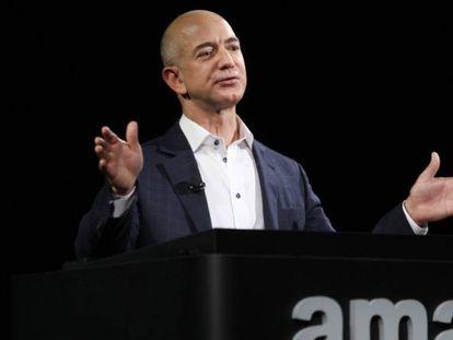 Jeff Bezos, en la foto, ha visto dispararse su fortuna por el impulso de Amazon ante el coronavirus.