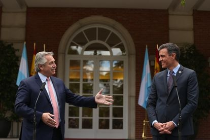 The President of the Argentine Republic, Alberto Fernández (on the left) and the President of the Government, Pedro Sánchez (right) in La Moncloa, on May 11.