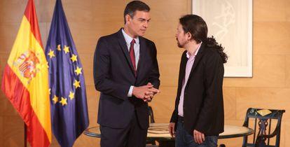 Pedro Sánchez y Pablo Iglesias, en una reunión en el Congreso para abordar la investidura.