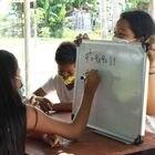 Dennisse Toala tiene 17 años y acaba de terminar bachillerato. Es una de las profesoras que improvisó clases en una de las zonas más inhóspitas y descuidadas la ciudad ecuatoriana de Guayaquil, a la que no llega ni el agua ni la luz: Monte Sinaí.