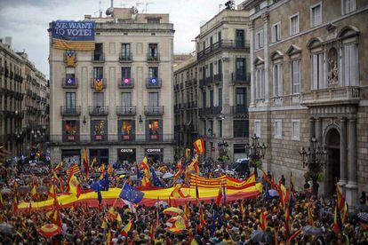 Manifestación en Barcelona a su llegada a la Plaza de Sant Jaume, ante la Generalitat
