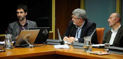 Historiadores del Instituto Valentín de Foronda presentan su estudio sobre la violencia en el Parlamento vasco.