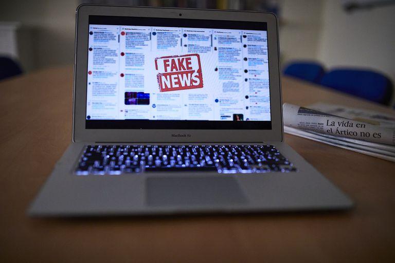 Fórmulas para no alimentar a la bestia: la batalla europea contra las 'fake news'