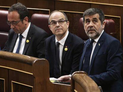 Desde la derecha: Jordi Sànchez, Jordi Turull y Josep Rull, durante la primera sesión en el Congreso el pasado martes. En vídeo, Meritxell Batet.