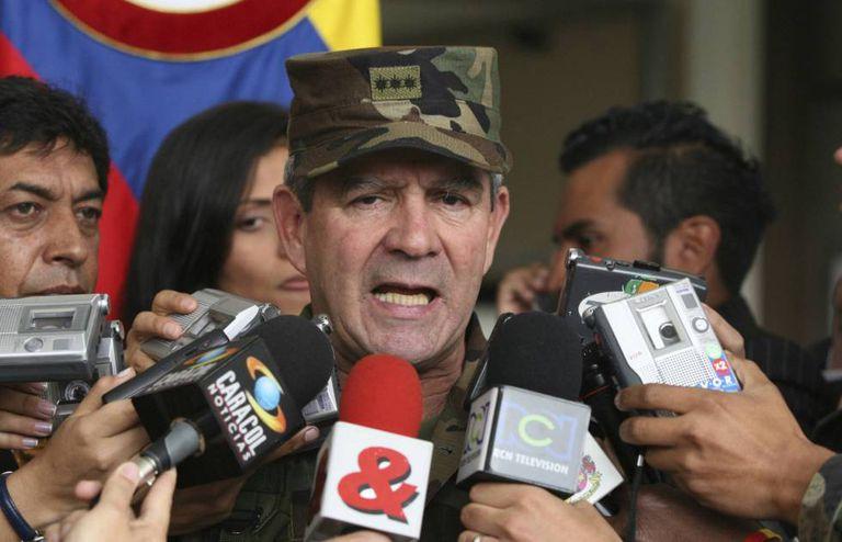 El exjefe del Ejército de Colombia Mario Montoya en un archivo fotográfico