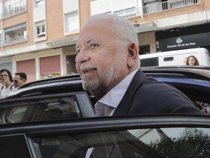 Juan Cotino, en 2018, a su llegada a declarar ante la Guardia Civil por el 'caso Erial'.