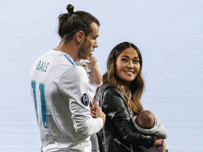 Gareth Bale y Emma Rhys-Jones con sus hijos en la celebración de la Champions League en el Santiago Bernabéu, el 27 de mayo de 2018.