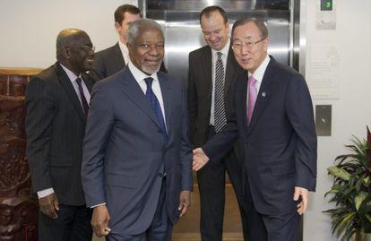 En primer término, Kofi Annan y Ban Ki-moon ayer en la ONU.
