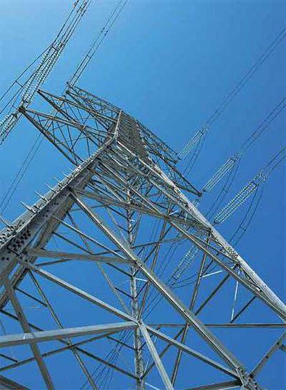 Una torre de alta tensión de Red Eléctrica Española