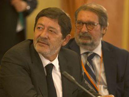 Francisco Javier Guerrero y su abogado, en la comisión de investigación.