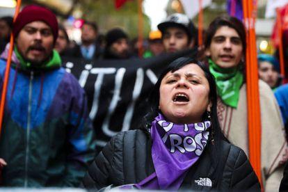 Jóvenes chilenos protestan por la baja inversión educativa, la precarización laboral y la falta de empleos. (Santiago, 23/08/2018)