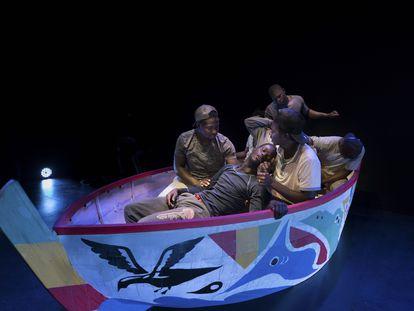 Representación de la obra Touki Bi (El viaje) en un teatro de la isla de La Palma el miércoles  12 de mayo