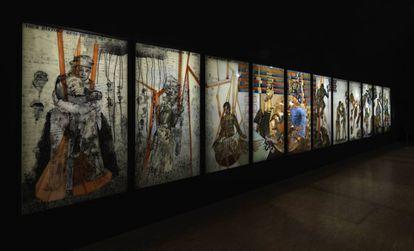 'Todo lo que imaginamos como luz', de Nalini Malani, 2017, formada por 11 paneles de metacrilato pintados.