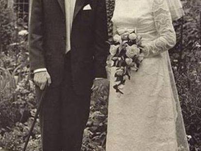 El científico Stephen Hawking y la escritora Jane Hawking el día de su boda, en 1965.