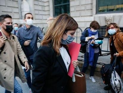 La vicesecretaria general del PSOE, Adriana Lastra, a su llegada a la reunión de los socios de coalición en el Gobierno este lunes en el Congreso de los Diputados.