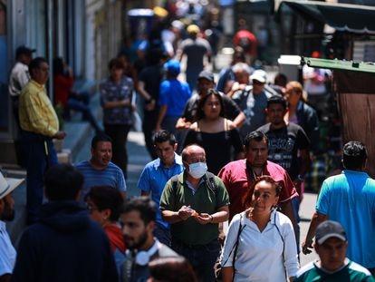 Un hombre con mascarilla en ciudad de México, el jueves.