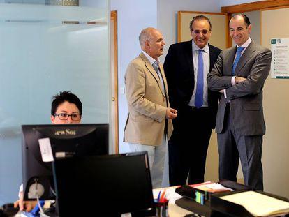 Sergio Blasco, en el centro con corbata azul, cuando era gerente del Hospital General de Valencia.