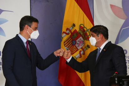 El jefe de Gobierno español, Pedro Sánchez, junto al presidente de Costa Rica, Carlos Alvarado, este viernes en San José.