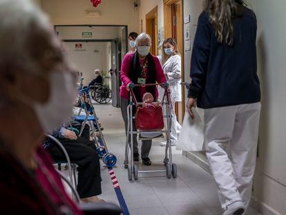 Vacunación contra la covid en una residencia de la Comunidad de Madrid, el pasado enero.